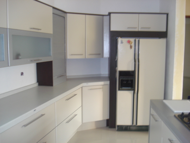Dise os tablerados con madera vidrio o herreria cocinas - Cocinas con bloques de vidrio ...